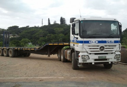 South Coast Plant hire: MERC BENZ ACTROS 3344 LOWBED WITH 15M STEPDECK TRAILER